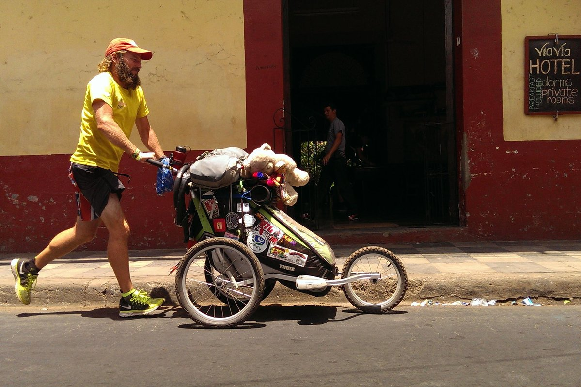 Running past a hostel in Leon, Nicaragua © Jamie Ramsay